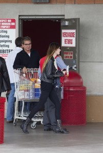 Алиана 'Али' Лохан, фото 172. Ali Aliana 'Ali' Lohan - Costco supermarket, Marina Del Rey - 10/11/11, foto 172