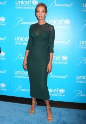 Ума Турман, фото 1104. Uma Thurman - 2011 UNICEF Snowflake ball in NYC, november 29, foto 1104
