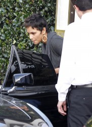 Halle Berry Leaving Cecconi's Restaurant December 29, 2011 HQ x 16