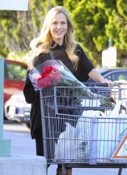 Джули Бенц, фото 1132. Julie Benz leaving the Bristol Farms Market in Beverly Hills, january 17, foto 1132