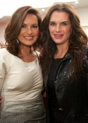 Маришка Харгитей, фото 1190. Mariska Hargitay - Joyful Wheel of Transformation Pendant Launch 05/12/11, foto 1190