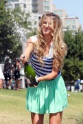 Виктория Азаренко, фото 185. Victoria Azarenka Posing with the Australian Open Trophy along the Yarra River in Melbourne - 29.01.2012, foto 185