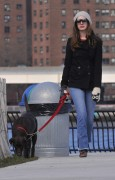 Энн Хэтэуэй, фото 5951. Anne Hathaway 'Walking her dog in Brooklyn', february 5, foto 5951
