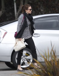 Мэнди Мур, фото 3395. Mandy Moore goes shopping before heading to the Byron and Tracey Salon, february 27, foto 3395