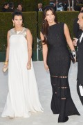 Ким Кардашиан, фото 7956. Kim Kardashian Elton John AIDS Foundation Academy Awards Party - 02/26/12*with sister Kourtney, foto 7956,