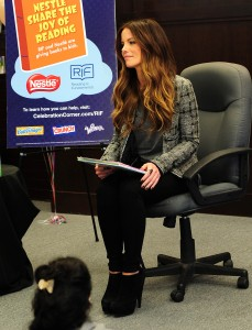Кейт Бэкинсэйл, фото 8595. Kate Beckinsale The Nestle Share the Joy of Reading Program in LA, 01.03.2012, foto 8595
