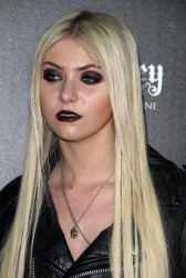 1d4f89179710221 Taylor Momsen   Launch Party for Abbey Dawn By Avril Lavigne (March 13) x39