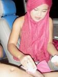 Cewek Jilbab Merah Bugil Mesum di Mobil
