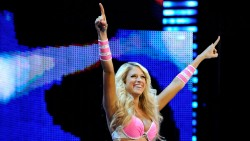 Kelly Kelly vs Eve Torres > Monday Night Raw 2012 August 6th